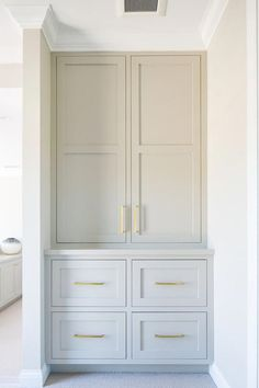 Large built-in pantry suitable for kitchen cabinets Great built-in pan . Large built-in pantry to Home Design, Design Design, Built In Pantry, Closet Built Ins, Built In Bar Cabinet, Tall Cabinet Storage, Kitchen Built Ins, Built In Hutch, Built In Dresser