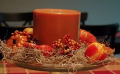 Decorate for less this Fall with these cheap and easy fall decor ideas. There are fall ideas for candles, wreaths, centerpieces, garlands and much more! Easy Fall Wreaths, Diy Fall Wreath, Cheap Table Centerpieces, Table Decorations, Toilet Paper Origami, Fall Arts And Crafts, Outdoor Candles, Fall Candles, Thanksgiving Decorations