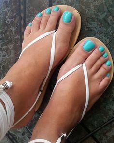 Beautiful nailpaint by Pretty Toe Nails, Cute Toe Nails, Pretty Toes, Nice Nails, Beautiful Sandals, Beautiful Gorgeous, Men Nail Polish, Pies Sexy, Blue Toes