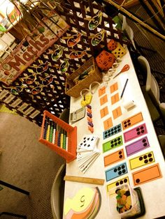 Math station at Penbank School - Australia. For more inspiring classrooms visit: http://pinterest.com/kinderooacademy/provocations-inspiring-classrooms/ ≈ ≈