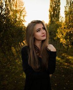 Portrait Photography Poses, Photography Poses Women, Girl Photography Poses, Film Photography, Girl Photo Poses, Girl Poses, Female Portrait, Girls Image, Stylish Girl