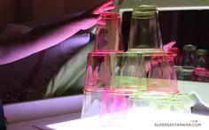Light table Vasos de colores y mesa de luz