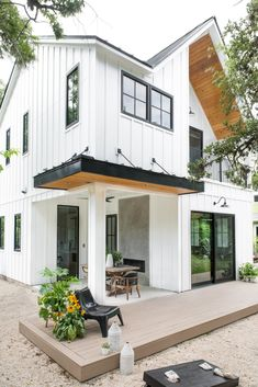 Photo 5 of 17 in Bouldin Creek House by coXist studio - Dwell farmhouse exterior one story gray Modern Farmhouse Exterior, Industrial Farmhouse, Farmhouse Plans, Farmhouse Design, Small Modern House Exterior, Modern Porch, Farmhouse Front Porches, Farmhouse Sinks, Modern Farmhouse Style