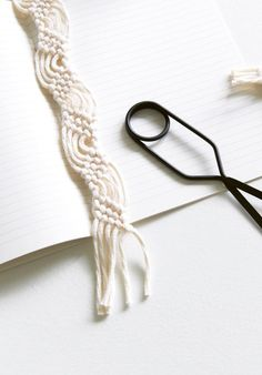 Macramé Bookmark by Mei Kwee Chong Macrame Bracelet Patterns, Free Macrame Patterns, Macrame Square Knot, Macrame Knots, Macrame Art, Macrame Hanging Planter, Macrame Plant Hangers, Book Markers, Macrame Projects