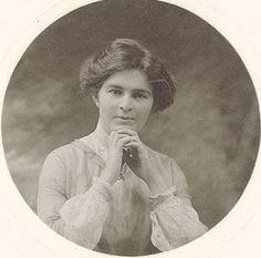 Nettie Palmer 18 August 1885 – 19 October 1964 She was born in Sandhurst (Bendigo), Victoria. Historical Photos, Poetry, October, Victoria, War, Statue, Painting, Women, History Photos