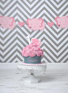 Cake smash. Pink gray cake