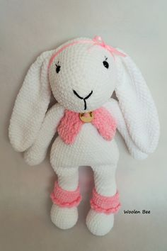 Crochey bunny. Pattern by Amalou.Design. Made by Woolen Bee