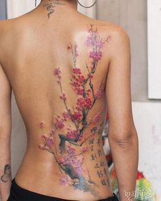 48 Cherry Blossom Tattoos That Are Way Beyond Perfect Large cherry blossom tattoo on back by Tattooist River Tattoo Girls, Tattoo Son, Girl Tattoos, Arm Tattoo, Neue Tattoos, Body Art Tattoos, Sleeve Tattoos, Tattoos Skull, Arrow Tattoos
