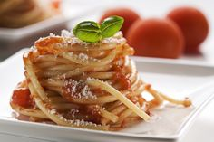 Italienere smaker på norsk-italiensk mat – Spaghetti a la Ca… – World Food Italian Recipes, Pizza, Capri, Ethnic Recipes, Food, Pasta Spaghetti, Dressing, Meals, Yemek