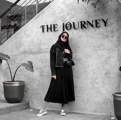 60 Ideas Fashion Casual Minimalist Pants For 2019 Modern Hijab Fashion, Muslim Fashion, Trendy Fashion, Fashion Outfits, Hijab Chic, Casual Hijab Outfit, Model Poses Photography, Mode Abaya, Mode Hijab