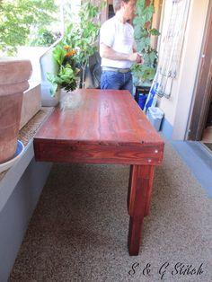 Ooops ein halber Tisch ?? Neee !! An die Wand fixiert !! Hier sieht man den Boden sehr gut !! Wie der glänzt in der Sonne :-))