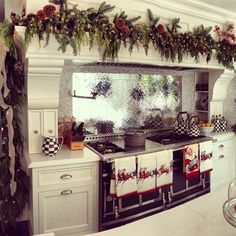 Kris Jenner's Christmas Kitchen (Complete With Mackenzie Childs) Decorating Your kitchen for noel Kris Jenner Kitchen, Kris Jenner House, Elegant Christmas, Rustic Christmas, Christmas Home, Christmas Vacation, Simple Christmas, White Christmas, Christmas Leaves