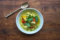 This Green Curry With Chicken is a popular dish in Thai restaurant. It's spicy, luscious, aromatic, and slightly sweet with the coconut mi. Thai Cooking, Just Cooking, Asian Cooking, Asian Recipes, Ethnic Recipes, Green Curry, Lunch Recipes, Chicken Recipes, Spicy
