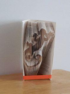 livre pli merci patron sur demande 30 papier et carton pinterest pliage livre et livre. Black Bedroom Furniture Sets. Home Design Ideas