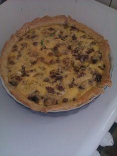 hartige taart, bladerdeeg bodem, gehakt/champignon/bosui met ei-roommengsel erover