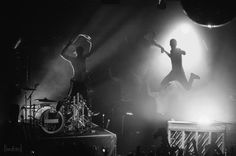 61 Ideas For Music Photography Concert Twenty One Pilots Twenty One Pilots Live, Twenty One Pilots Concert, Twenty One Pilots Aesthetic, Twenty One Pilots Wallpaper, Tyler Joseph Josh Dun, Music Collage, Reasons To Live, Top Photo, The Twenties