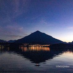 Who knows this mountain? #swissmountain #swissmountains #mountain #niesen #nightphotography #nightshot #night #nightlights #nature #herbst #autumn #oktober #october