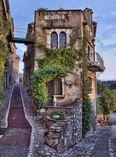 Revisit - France - Medieval House, St. Paul de Vence, France photo via diario Blue Pueblo
