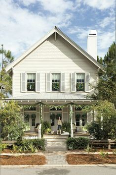 21 Outdoor Christmas Decorations That Start on the Front Porch Fresh magnolia wreaths, over-the-top garland, and cheery window décor. A few beautifully festive reasons to take the long way home. Christmas Window Decorations, Christmas Greenery, Christmas Porch, Coastal Christmas, Christmas Lights, Floral Decorations, Christmas 2019, Beach Cottage Style, Beach Cottage Decor