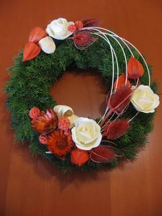 dušičkový věnec - Hledat Googlem Christmas Wreaths, Christmas Decorations, Holiday Decor, Rose Flower Arrangements, Cemetery Decorations, All Saints Day, Funeral Flowers, Autumn Inspiration, Holidays And Events