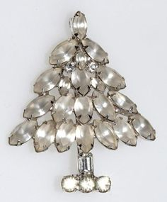 Christmas Jewelry Price Guide: Napier Frosted Christmas Tree Pin