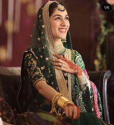 Pakistani Bride Wore Sabyasachi Green Matka Lehenga And Looked Every Bit Of Royal, Pics Inside! Mehndi Outfit, Mehndi Dress, Mehendi, Henna Mehndi, Bridal Looks, Bridal Style, Pakistan Wedding, Mehndi Brides, Pakistani Wedding Outfits
