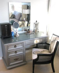 Elegant Makeup Room Checklist & Idea Guide for the best ideas in Beauty Room decor for your makeup vanity and makeup collection. Furniture Making, Diy Furniture, Home Bedroom, Bedroom Decor, Bedrooms, Interior Exterior, Interior Design, Interior Ideas, Diy Vanity