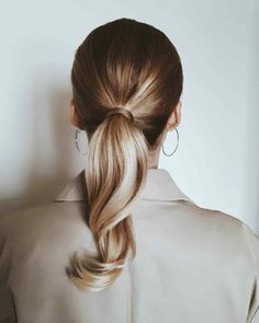 Beautiful balayage ponytail with soft highlights Blonde Ponytail, Sleek Ponytail, Easy Hairstyles For Medium Hair, Ponytail Hairstyles, Coconut Hair, Light Blonde Hair, Hair Transformation, Hair Videos, Brunettes