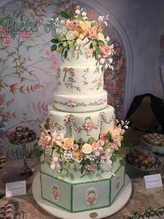 Extravagant Wedding Cakes, Elegant Wedding Cakes, Beautiful Wedding Cakes, Wedding Cake Designs, Wedding Cake Toppers, Beautiful Cakes, Amazing Cakes, Bolos Naked Cake, Unique Cakes