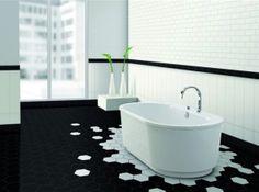 Hexagonale tegels in badkamer inspireren tot boeiende patronen.