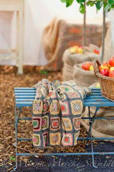 Vicky's Home: Sensación de otoño / Feeling of autumn Plaid Au Crochet, Love Crochet, Learn To Crochet, Beautiful Crochet, Vintage Crochet, Crochet Flowers, Crochet Squares, Crochet Granny, Crochet Home