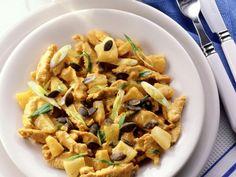Curry-Geschnetzeltes mit Ananas ist ein Rezept mit frischen Zutaten aus der Kategorie Kochen. Probieren Sie dieses und weitere Rezepte von EAT SMARTER!