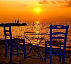 ΗΛΙΟΒΑΣΙΛΕΜΑ ΣΤΟ ΑΙΓΑΙΟ Outdoor Chairs, Outdoor Furniture, Outdoor Decor, Greek Beauty, Paros, Travel Tips, Greece, Sunrise, Beautiful Places
