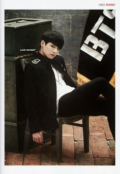 LOVE MOMENT :: BTS 2014 LIVE TRILOGY EPISODE Ⅱ. THE RED BULLET OFFICIAL PREMIUM BOOK + 4pics