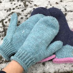 Ravelry: Garnomeras enkla vantar pattern by Maria Samuelsson Knitted Mittens Pattern, Knitting Wool, Knitted Gloves, Hand Knitting, Knitting Patterns, Easy Yarn Crafts, Circular Knitting Machine, Fingerless Mitts, Tejidos