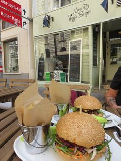 Nice lunch at I love Veggie Burger, Vienna Burger Places, City C, Vienna, Boat, Lunch, Restaurant, My Love, Travel, Dinghy
