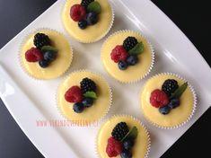 Mini cheesecakes s citronovým krémem - Víkendové pečení Mini Cheesecakes, Mini Muffins, Desserts, Cupcakes, Food, Tailgate Desserts, Deserts, Cupcake Cakes, Essen
