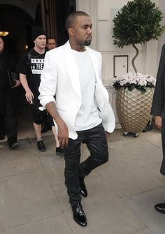 Kanye West Say what you want to say, he may be considered an idiot but he's developing a keen sense of style. vpae #kaynewest Kayne West