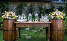 Casamento romântico: barris na decoração  - Foto Roberto Vianna