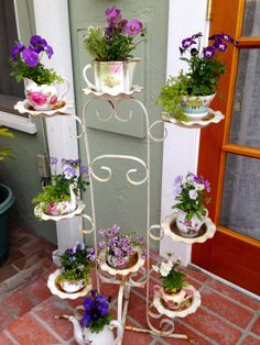 Flowers planted in adorable vintage teacups. Why didn't I think of that? Diy Flowers, Indoor Plants, Garden Design, Tea Cups, Daughter, Wreaths, Bird, Party, Projects