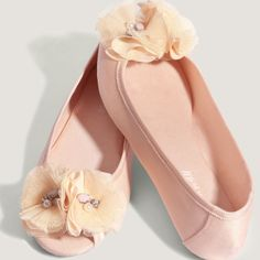 Now these are more my speed, and they are so very cute! I want them is lots of colores