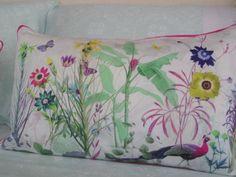 Decorative pillow with digital impression, 100% cotton. Made in Portugal / Almofada decorativa com impressão digital, 100% algodão. Feito em Portugal