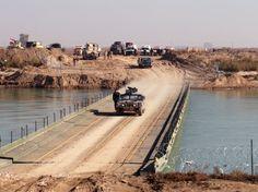 Einheiten der irakischen Armee überqueren den Euphrat: Bei der Besetzung der...