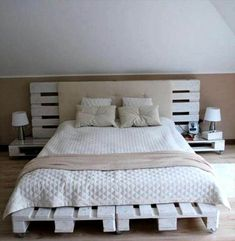 Pallet Designs Pallet Bed Frame - 15 Cool Projects Made from Pallets - Easy Pallet Ideas - We have just grabbed here these 15 cool diy pallet projects that really going to add great value to whole of your home improvement! Pallet Bedframe, Wood Pallet Beds, Diy Pallet Bed, Pallet Ideas Easy, Wood Beds, Pallet Furniture, Home Furniture, Pallet Room, Wooden Pallets