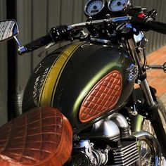 Tobacco leather tank pads and seat on this make all the difference. Triumph Bonneville Custom, Triumph Thruxton 900, Triumph Street Scrambler, Triumph Motorcycles, Vintage Motorcycles, Tracker Motorcycle, Motorcycle Seats, Bobber Motorcycle, Suzuki Cafe Racer