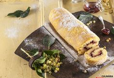Torta com recheio de doce de framboesa Hot Dog Buns, Hot Dogs, Bread, Ethnic Recipes, Food, Cake Roll Recipes, Stuffing, Cook, Recipes