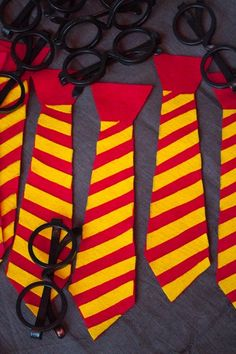 to Throw a Muggle-Approved Harry Potter Baby Shower How fun are these Harry Potter Hogwarts-themed ties for your next wizarding party? Party Harry Potter, Baby Shower Harry Potter, Cadeau Harry Potter, Harry Potter Fiesta, Cumpleaños Harry Potter, Harry Potter Classroom, Anniversaire Harry Potter, Harry Potter Cosplay, Harry Potter Halloween