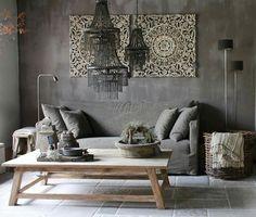 Bij dit interieur zijn mooie bruine tinten gebruikt en de mandalas aan de muur zijn echt super mooie eye catchers.