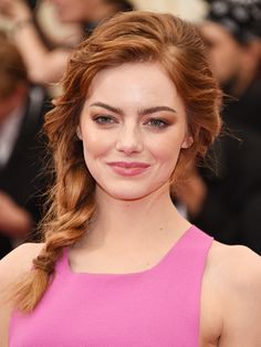 The one braid you'll want to wear all summer: Emma Stone's excellent shoulder-length side braid