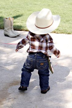 Here I come world, can't wait for all three to be able to walk around dressed Southern attire......